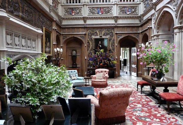 Downton Abbey Saloon