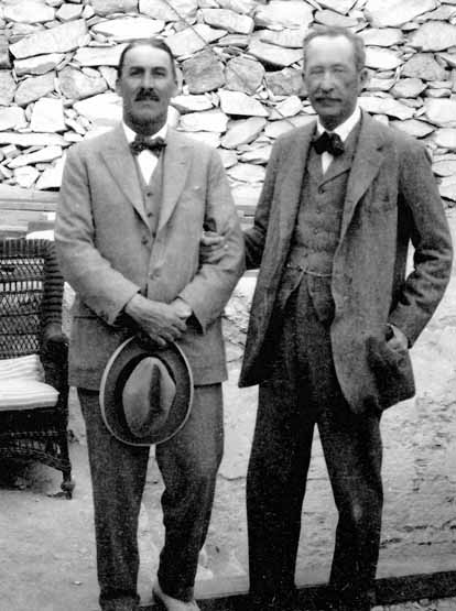 Archaeologist Howard Carter with his sponsor Lord Carnarvon