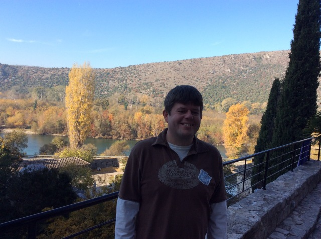 Standing in front if the mosque with the River Neretva behind me. Those with good memories like myself may remember thecold WW2 film of The Battle of Neretva about the heroic Yugoslav Patriots... now you know  where it took place.