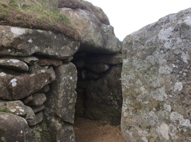 Inside are the burial tombs of some of those in the civilisation that built Stonehenge and hundreds of other stonecircles in Britain 5,000+ years ago
