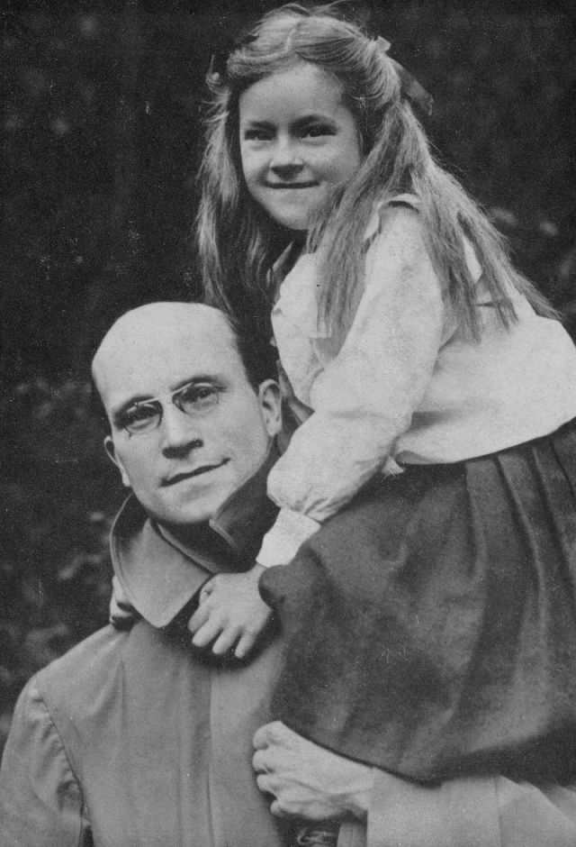 Alfred Salter and his daughter, Joyce who sadly died as a child.