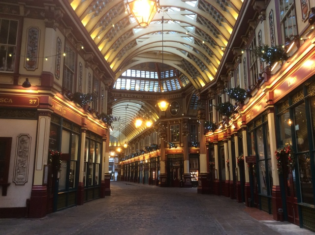 Built on top of the foudnations of the biggest Roman building north of The Alps, Leadenhall Market is looking very festive in a Dickensian way.