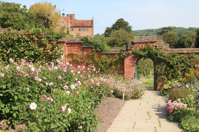 chartwell Walled Garden