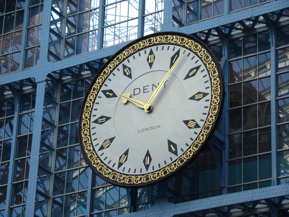 The replacement clock, almost identical in every way to the original.